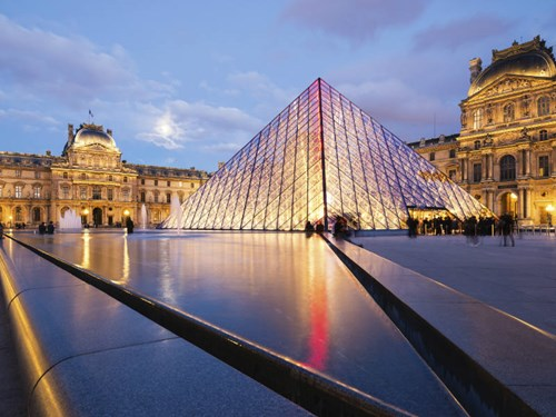 Surprise your travel-lover with a last-minute trip to Paris!
